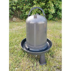 Abreuvoir-poule-sur-pieds-plastique-recyclé-8-litres-vue-principale