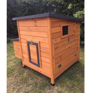 Poulailler-Sussex-L-toit-noir-4-à-6-poules-Bois-FSC-profil-avant-fermé